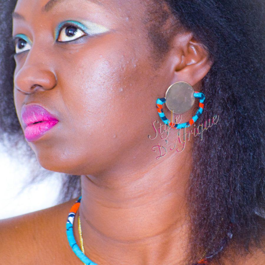 collier ras de cou sautoir et boucles d'oreilles demi lune en wax africain