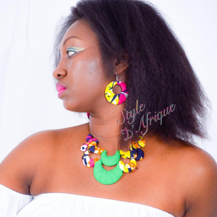 parure collier ras de cou forme fleur avec boucles d'oreilles en wax africain