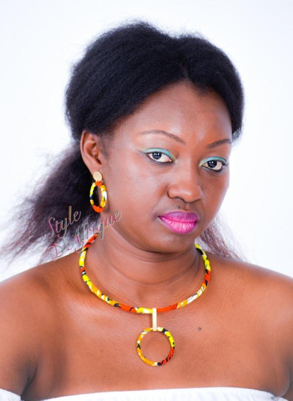 collier à pendentif rond avec boucles d'oreilles créoles mini en wax africain