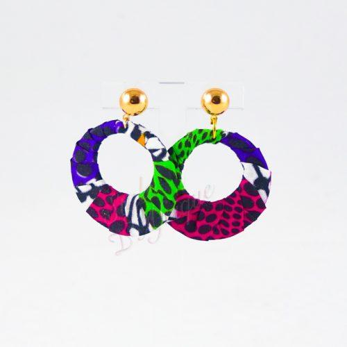 boucles d'oreilles créole Mélanie, boucles d'oreilles pendantes wax tissu ankara. boucles d'oreilles créoles femme wax africain ethnique. bijoux wax femme africaine, bijoux fantaisie, breloque africaine, bijoux ethniques, bijoux bohème, bijoux traditionnel chic